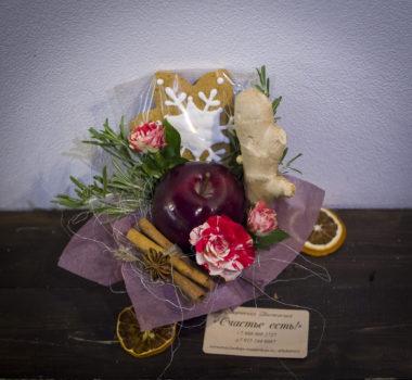 Маленький букет, комплимент, новогодний букет с яблоком цена 500р