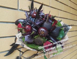 Букет из овощей и роз Черный Принц цена 3000р