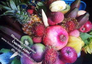 """Букет """"Exotic Bomb"""" из экзотических фруктов цена 4000р"""