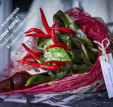 Мужской букет с жгучим перцем, салатом и коньяком 2000р