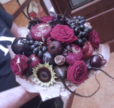 Букет из овощей и фруктов «Черный Принц3» цена 3000р