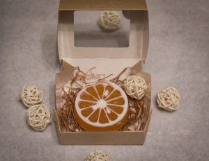 Натуральное мыло ручной работы с использованием натуральных масел, имеет прекрасные увлажняющие свойства и приятный нежный аромат.