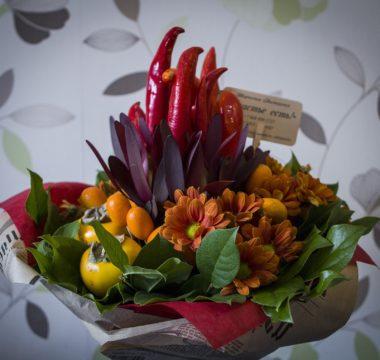 Букет из фруктов и овощей с тыквой, кумкватом и хурмой цена 4000р