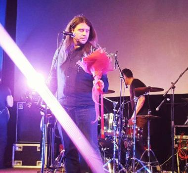 Букет от Творческой мастерской «Счастье есть» на концерте группы «Калинов мост»