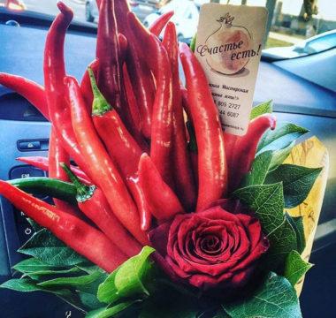 Букет с перцами «ПреКрасный» с розой цена 2000р